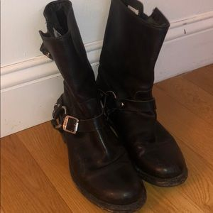 FRYE BOOTS ALMOST LIKE NEW